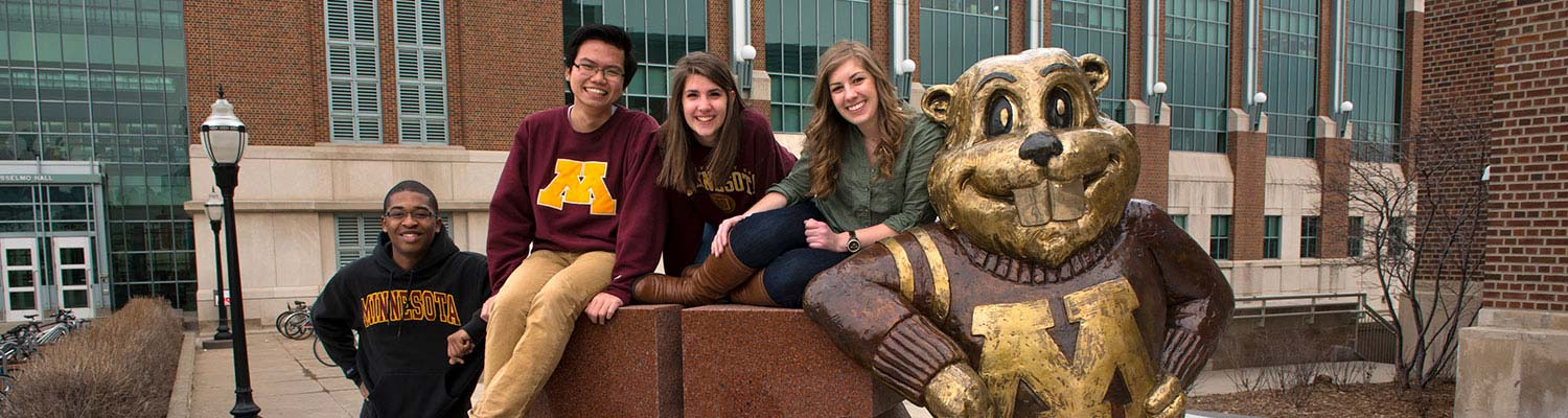 Students with Goldy statue resized